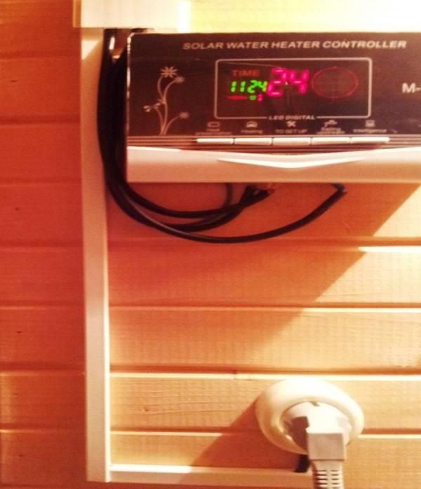 Контроллер солнечного водонагревателя в работе