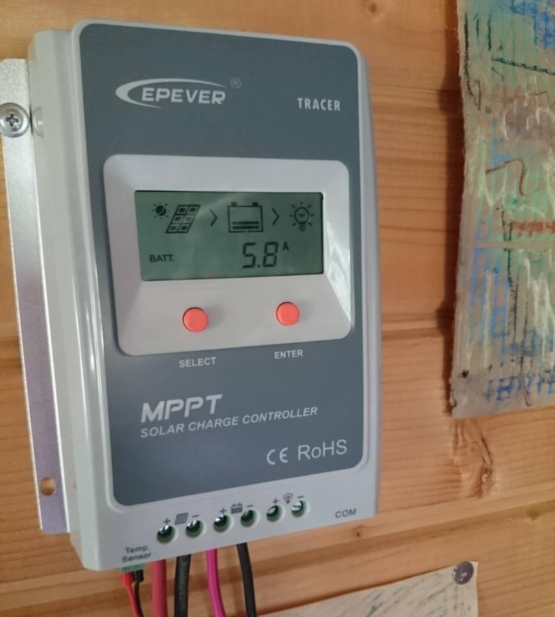 Показания MPPT контроллера вечером 04.08.2016, 18:10. Зарядный ток 5.8 А