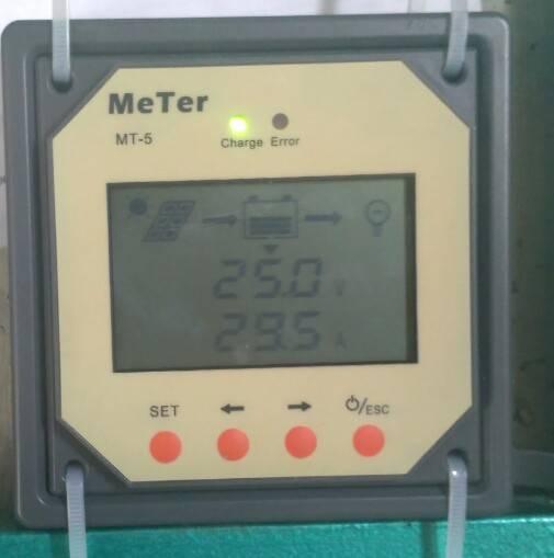 Показания тока заряда 29,5 Ампер на панели МТ-5 в ноябре