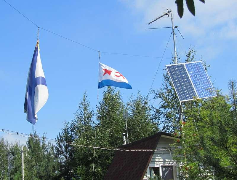 Две солнечные панели на полярной подвеске.