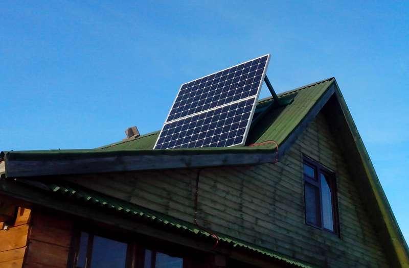 Фото солнечных панелей CHN300-72M, установленных на крыше дома