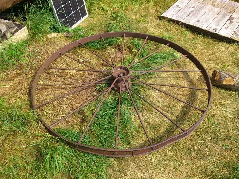 Древнее колесо на оси вращения