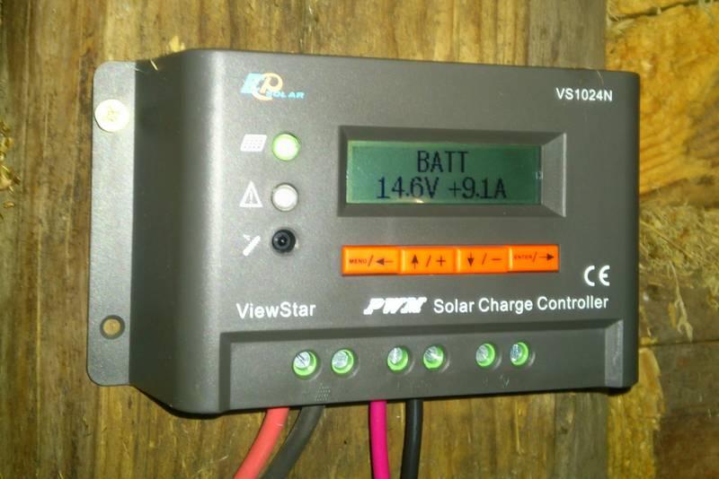 Контроллер VS1024N показывает напряжение и ток заряда АКБ