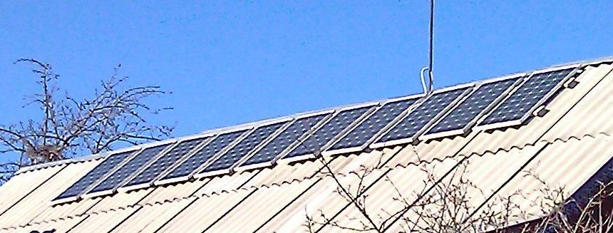 Фото солнечных батарей CHN80-36M, установленных на крыше частного дома