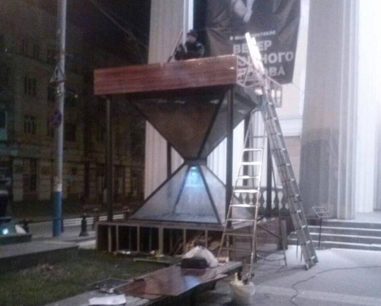 Работы по установке солнечной панели CHN40-36P на памятник