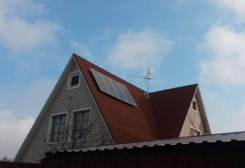 Фото солнечных панелей CHN150-36M, установленных на крыше частного дома