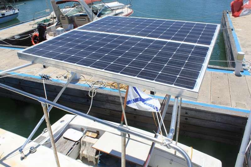 Солнечные панели 200 Вт применены на яхте для автономного освещения